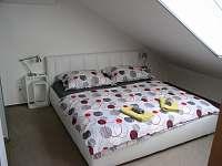 Pokoj 1 dvoulůžko - luxusní latexové matrace - pronájem apartmánu Prušánky