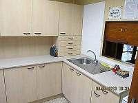 Vybavená kuchyňská linka - chata k pronajmutí Jedovnice