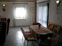 Chata Suchý - jídelní stůl