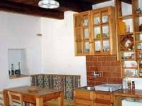 jídelní stůl - chalupa ubytování Suchovské Mlýny