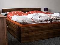 Pokoj č. 4 - první patro (dvoulůžko - manželkská postel) - rekreační dům k pronájmu Hodonín