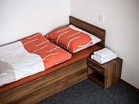 Pokoj č. 6 - první patro (dvoulůžkový pokoj - oddělené postele) - pronájem rekreačního domu Hodonín