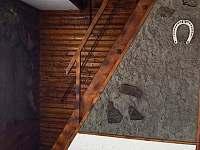 schody do patra k ložnicím - Jedovnice