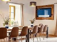 Jídelni dubový stůl - chalupa ubytování Černá Hora