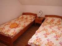 první patro - menší ložnice - apartmán k pronajmutí Novosedly