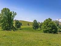 výhled do okolí z venkovní terasy
