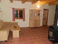 Obývací místnost pohledem od kuchyně