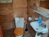 Koupelna s WC (rozvod vodu nefunkcni) - Senorady