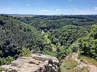 pohled na údolí ze zříceniny Levnov - Senorady