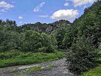 pohled z údolí na zříceninu hradu Levnov - Senorady
