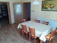 Kuchyně - jídelní stůl