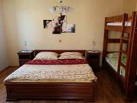 Ložnice - manželská postel