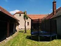 Zahrada - trampolína