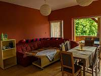 Obývací pokoj - pronájem rekreačního domu Klobouky u Brna