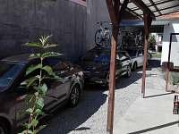 Parkování v objektu pro 3 auta