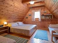 Větší 4-lůžková ložnice - Jedovnice