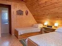 Větší 4-lůžková ložnice - chata k pronájmu Jedovnice