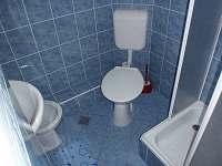 Koupelna se sprchovým koutem a bidetem - chata ubytování Jedovnice