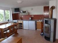 Vybavená kuchyně - chata k pronájmu Jedovnice