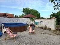 Bazén a lehátka - Dešov