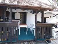 Venkovní terasa zastřešená - chalupa ubytování Roštín