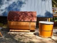 Sauna a ochlazovací sud - chata k pronájmu Jazovice