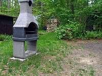 Venkovní gril - pronájem chaty Jazovice