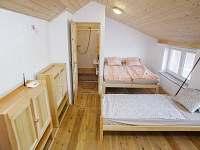 Čtyřlůžkový pokoj s vlastní koupelnou - apartmán k pronajmutí Nechory