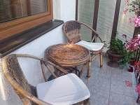 Posezení na balkóně