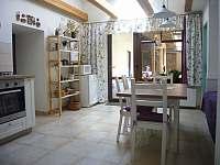 kuchyně-pohled do dvora