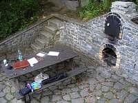 posezení u chaty - ubytování Oslnovice