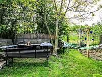 Grilovací koutek na zahradě u chaty Babeta - k pronajmutí Jevišovice