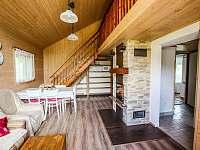 Obytná místnost v chatě Babeta, pohled z terasy - Jevišovice