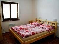 ložnice v přízemí - ubytování Perná