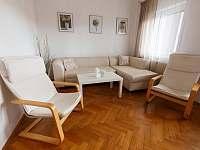 Obývací pokoj - chata ubytování Milovice