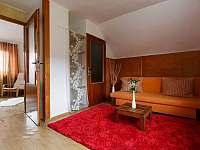 Oranžový pokoj v patře - Milovice