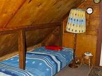 levé postele v horním pokoji