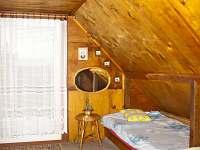 pravé postele v horním pokoji