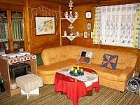 rohová sedačka v obýváku