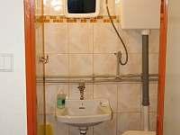 wc vedle koupelny
