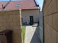 Vchod dvorek - pronájem apartmánu Velké Pavlovice