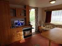 Obývací pokoj s TV - chata k pronajmutí Dolní Věstonice