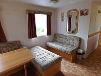 Pohovka v obývacím pokoji - chata ubytování Dolní Věstonice