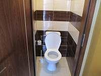 samostatný pokoj wc