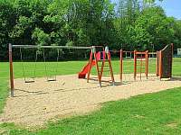 Dětské hřiště pár kroků od objektu - Břestek