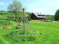 Dětské hřiště pár kroků od objektu - chalupa k pronajmutí Břestek