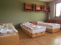 Druhá z ložnic přízemního apartmánu - Břestek