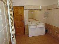 Koupelna v přízemním apartmánu - Břestek