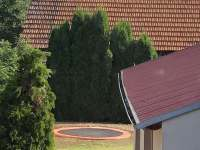 zabudovaná trampolína za zahradním domkem - Uherský Ostroh - Kvačice