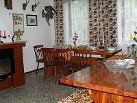 Společenská místnost - chata k pronájmu Dolní Bojanovice